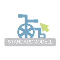 Darstellung eines blauen Rollstuhles, welcher auf einem weißen Schriftzug mit grauer Schrift und dem Inhalt 'STANDARTMODELL' steht.
